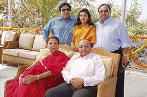 M K Sanghi and Manju Sanghi with their children (L to R) Ashwin, Vidhi and Vaibhav