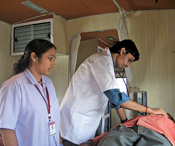 6.Treatment-inside-the--Mobile-Medical-Van