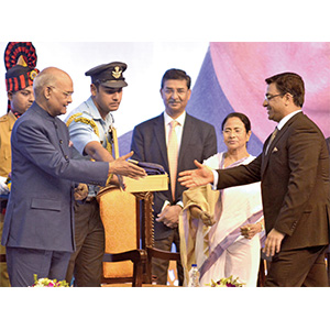 9.-Honourable-President-Mr.-Ram-Nath-Kovind-being-felicatated-by-CMD-Mr.-Mayank-Jalan